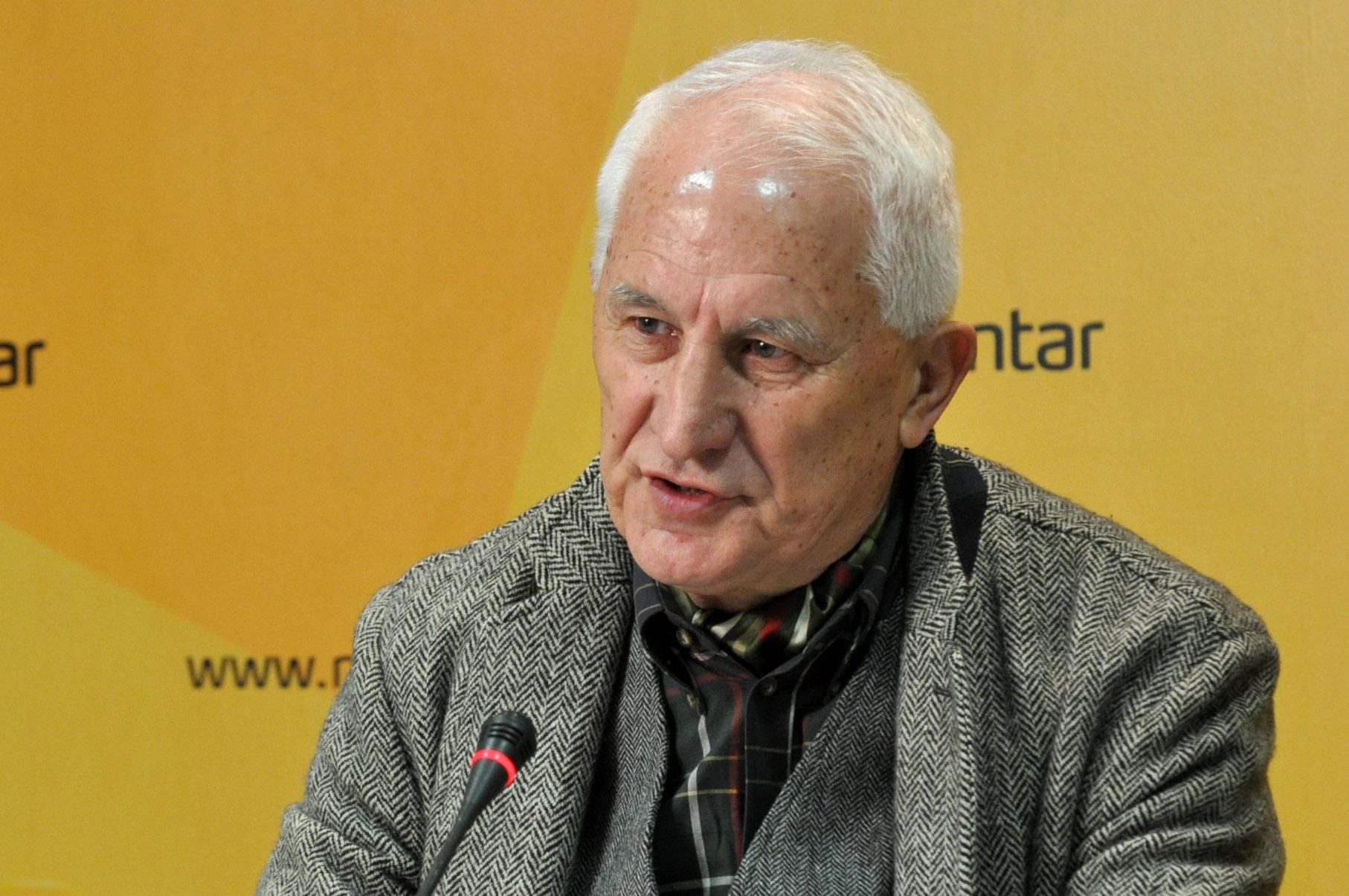 Бећковић: Шта брига Црногорце шта Срби певају, кад тај језик не разумеју
