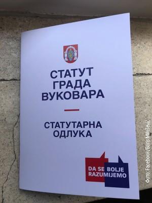 Градоначелник Вуковара бацио на под статут на ћирилици (видео)