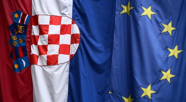 Република Хрватска, ЕУ: обустављен поступак против разбијача ћириличних плоча